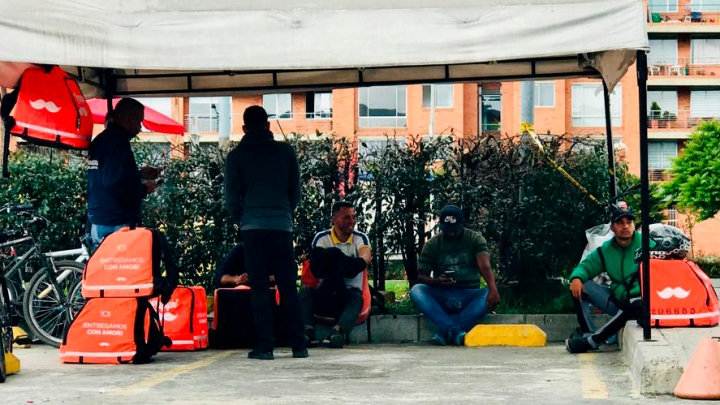 Rappitenderos en diferentes puntos comerciales de Bogotá
