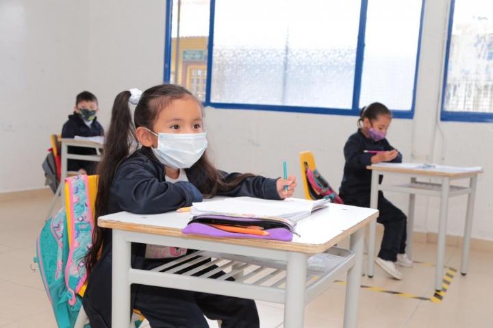 Con una inversión de 20 mil millones de pesos, 138 colegios públicos de Bogotá retoman las clases presenciales