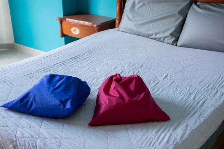 Tulas y bolsas serán utilizadas para proteger las sabanas y toallas.
