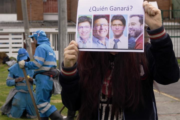 Afiche con la foto de los cuatro candidatos a la Alcaldía de Bogotá.