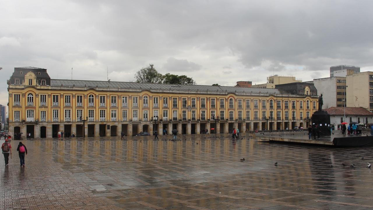 Empieza la carrera por el Palacio de Liévano
