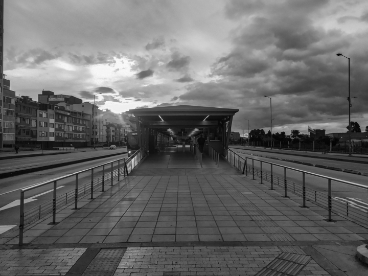 Estación de Recinto Ferial sobre la calle 26 / 5 pm, 9 de abril