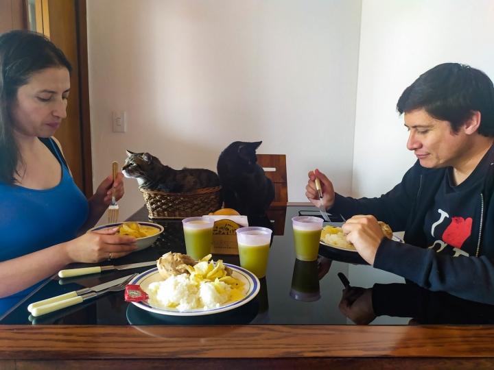 Almuerzo familiar / 1 pm 13 de abril