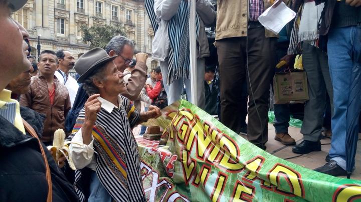 Cafeteros se concentran frente a Ministerio de Agricultura para exigir respeto a sus derechos. Foto: Nicolás Morales