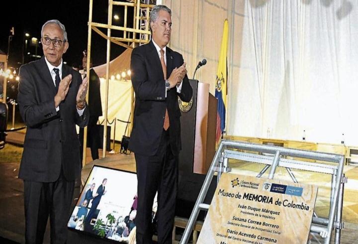 El director del CNMH y el presidente Iván Duque durante la inauguración del proyecto para construir el Museo de Memoria