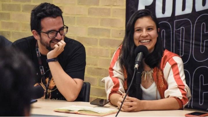 Integrantes de Presunto Podcast con Estúpido Nerd en el evento Podcastinación