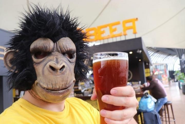 El mono cervecero, un apasionado por la cerveza artesanal