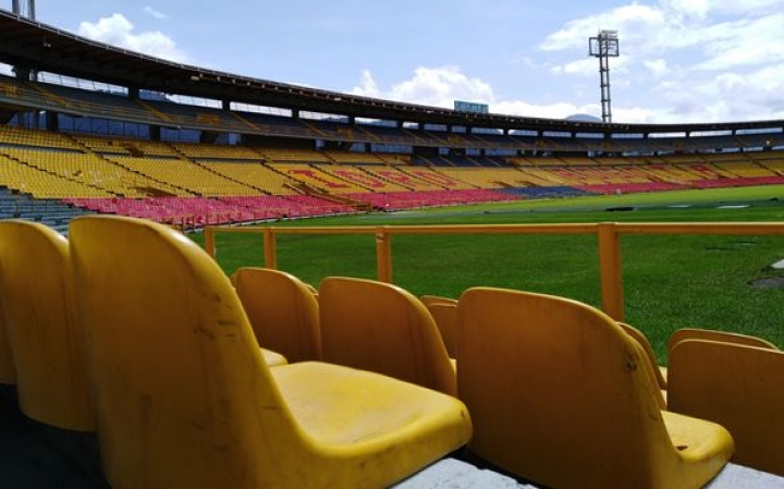 """""""No hay nada menos vacío que un estadio vacío. No hay nada menos mudo que las gradas sin nadie"""". Eduardo Galeano."""