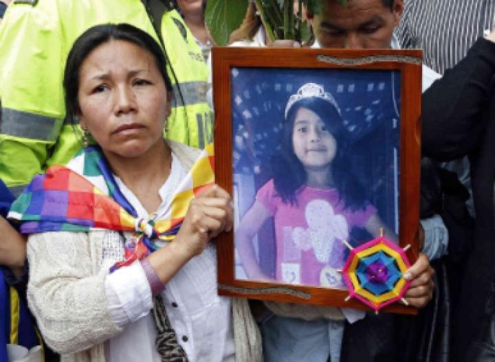 Nelly Muñoz junto a la imagen de su hija