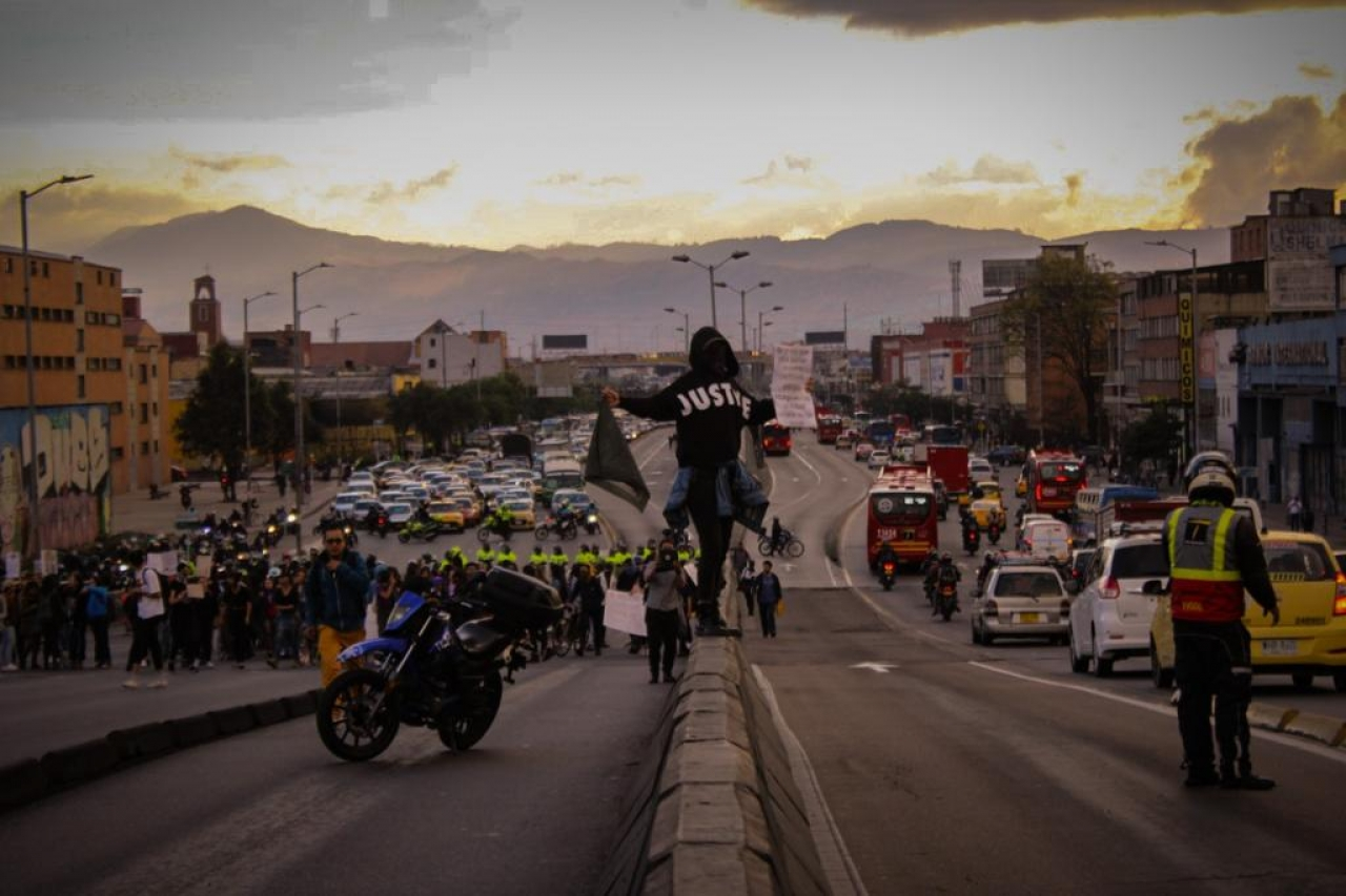 Bogotá purpúrea: el 13F en doce fotografías