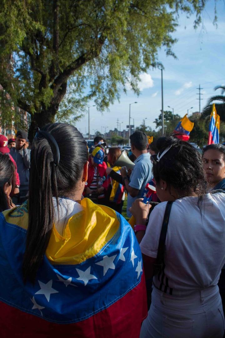 Foto galería concetración en el consulado venezolano 30 de abril.