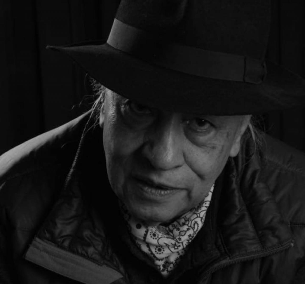 El escritor que cree que la literatura puede contribuir a la paz