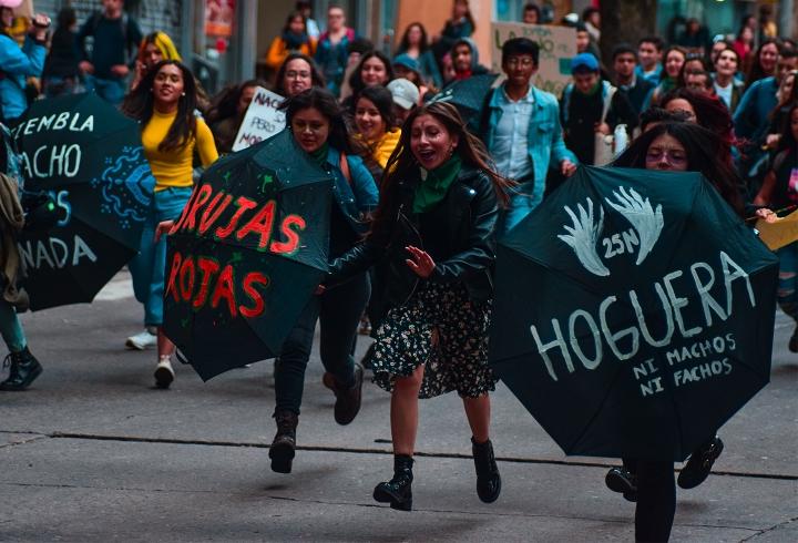 La Hoguera y otros grupos feministas hicieron presencia.
