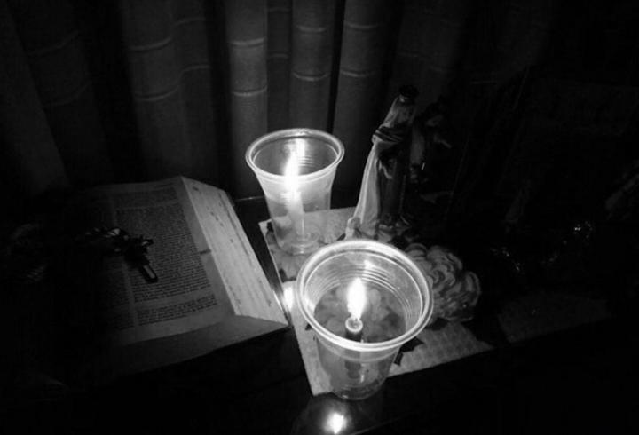 Sábado Santo. El silencio se volvió el protagonista de este día. Mediante un pequeño altar a la Virgen María, se le acompañó en el dolor de una madre que perdió a su hijo.