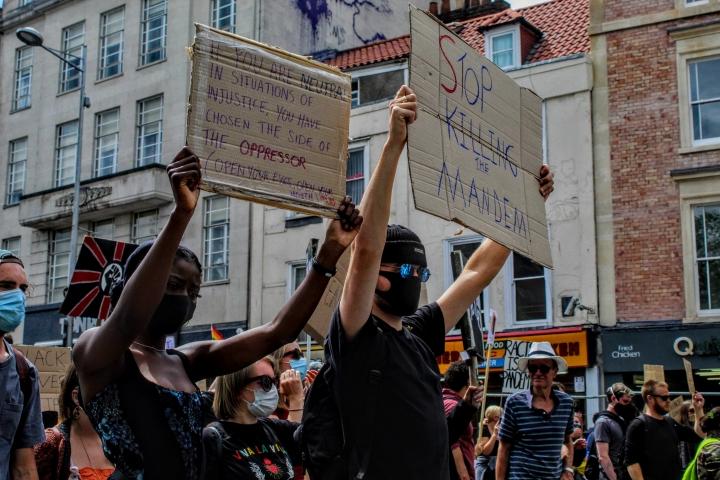 Marcha contra el racismo en Bristol