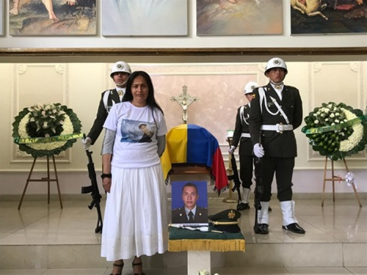 María Leyda Barreto, madre del cadete Alan Paul Bayona, en el funeral de su hijo. Enero 2019.