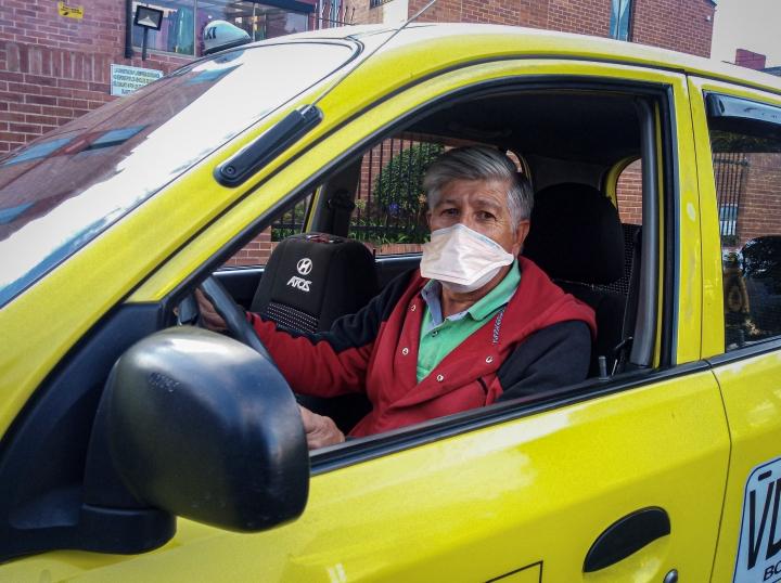 Foto: Para adaptar el servicio de transporte a las circunstancias, los taxis únicamente pueden ser solicitados por aplicación móvil o llamada telefónica.