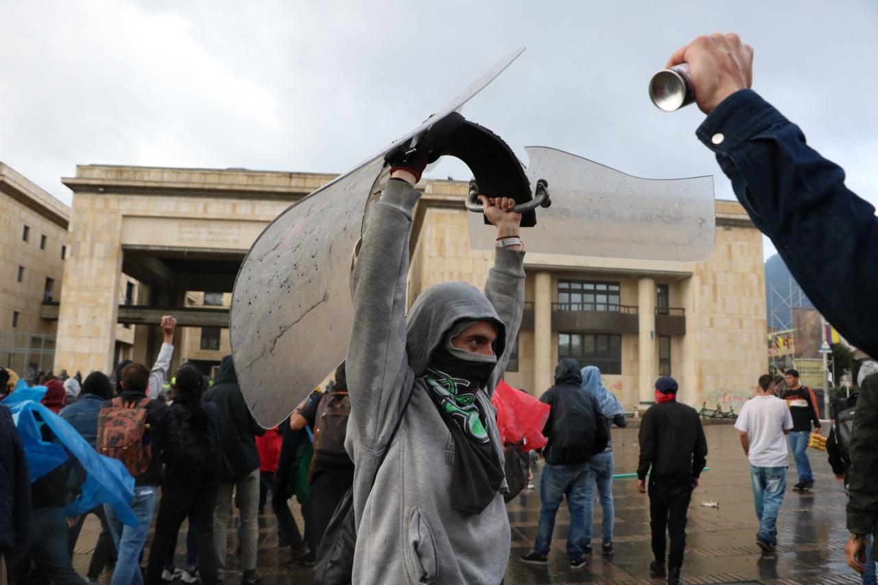 En defensa de la capucha: protesta social y violencia