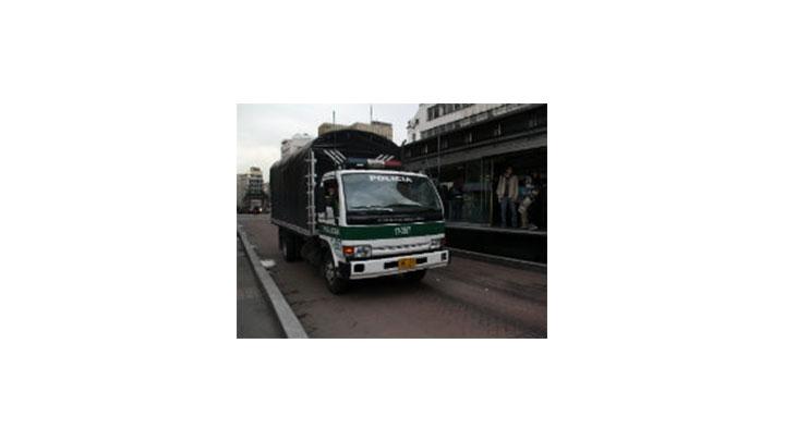 Los camiones de la Policía o las 'parcas', como son llamados por algunos de los reclusos, son los encargados de alimentar las UPJ.