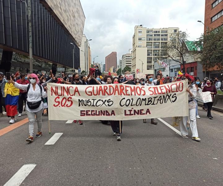 Manifestantes relacionados al gremio musical hacen un llamado de auxilio por la situación actual en la carrera séptima. 5/05/2021.