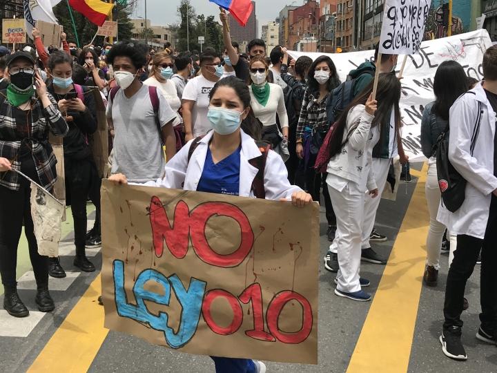 Manifestantes se pronuncian en contra de la ley 010 (Reforma a la salud). 5/05/2021.