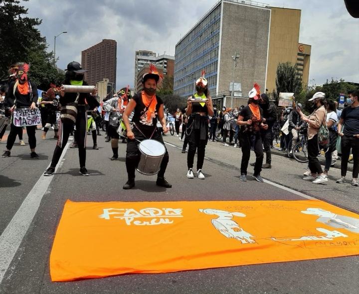Manifestantes se pronuncian a favor del paro, por medio de representaciones artísticas. 5/05/2021.