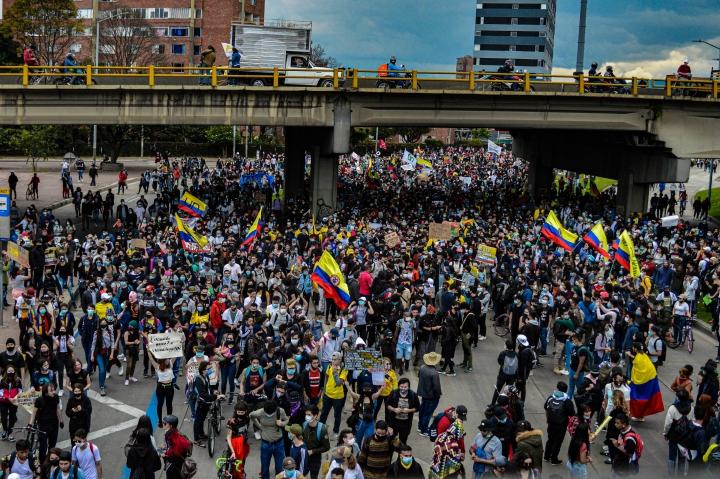 Multitudinaria marcha hacia el norte de Bogotá