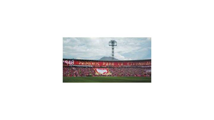 Salida de Santa Fe a la cancha en la Superliga 2013