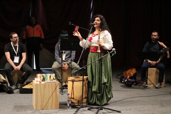 Marta Hoyos deleitó a los asistentes de la Filbo con sus cantos en honor a la Madre Bachué y otras importantes mujeres.