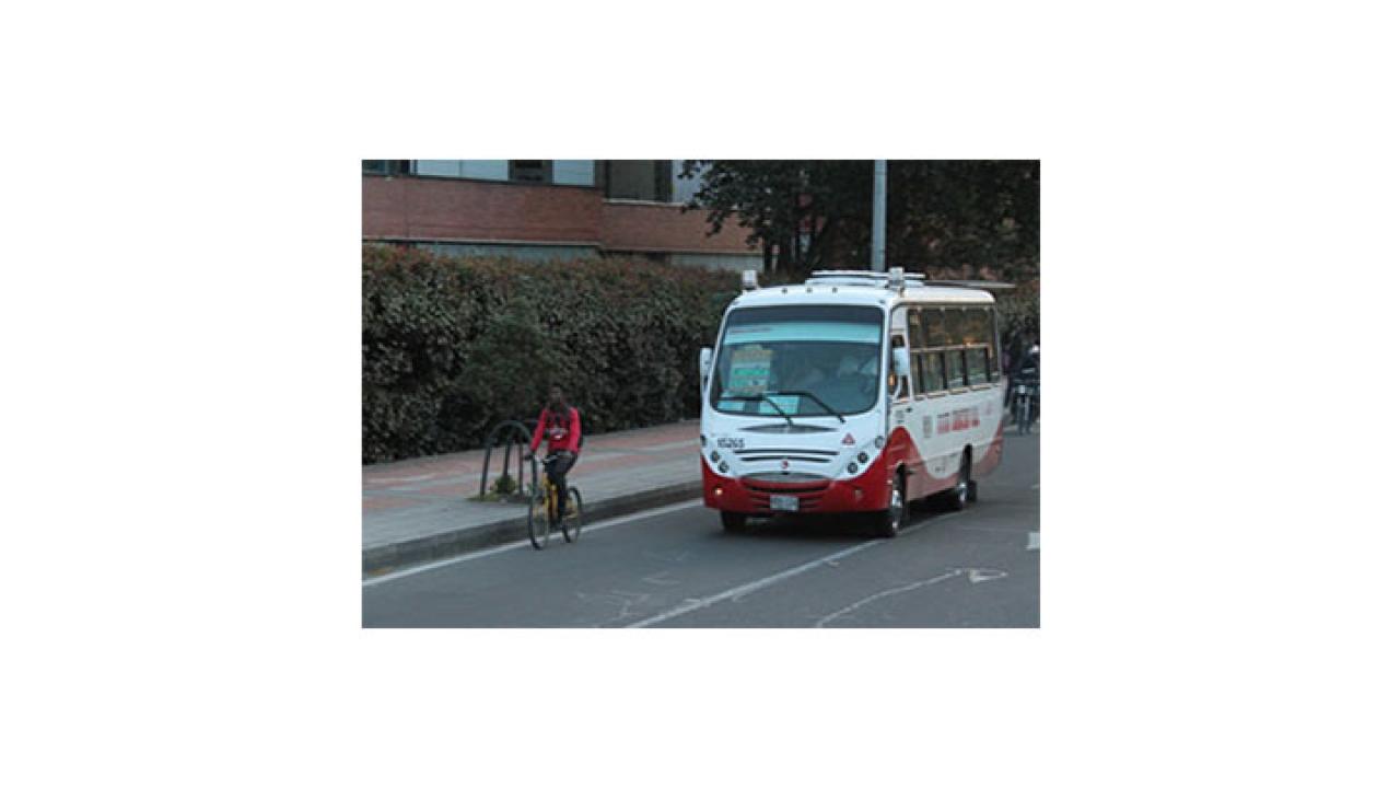 Ciclistas arriesgan su vida en las calles
