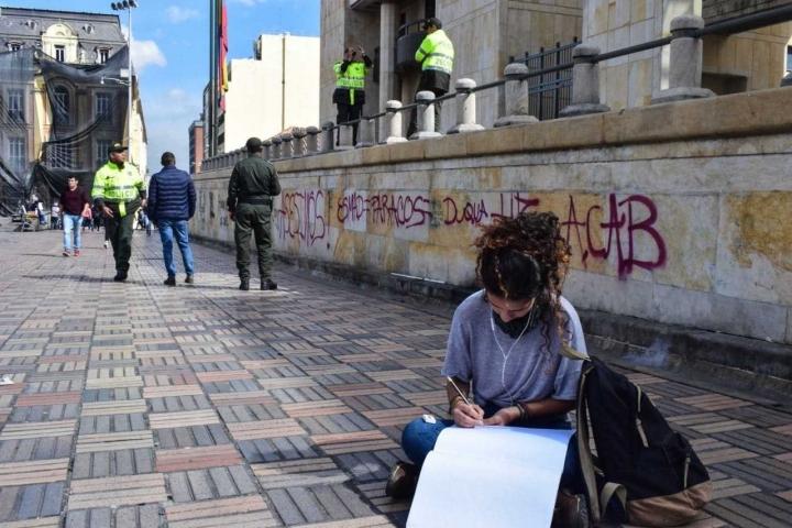 No solo perdura la pintura, el arte llena de esperanza la violencia vista durante la marcha.