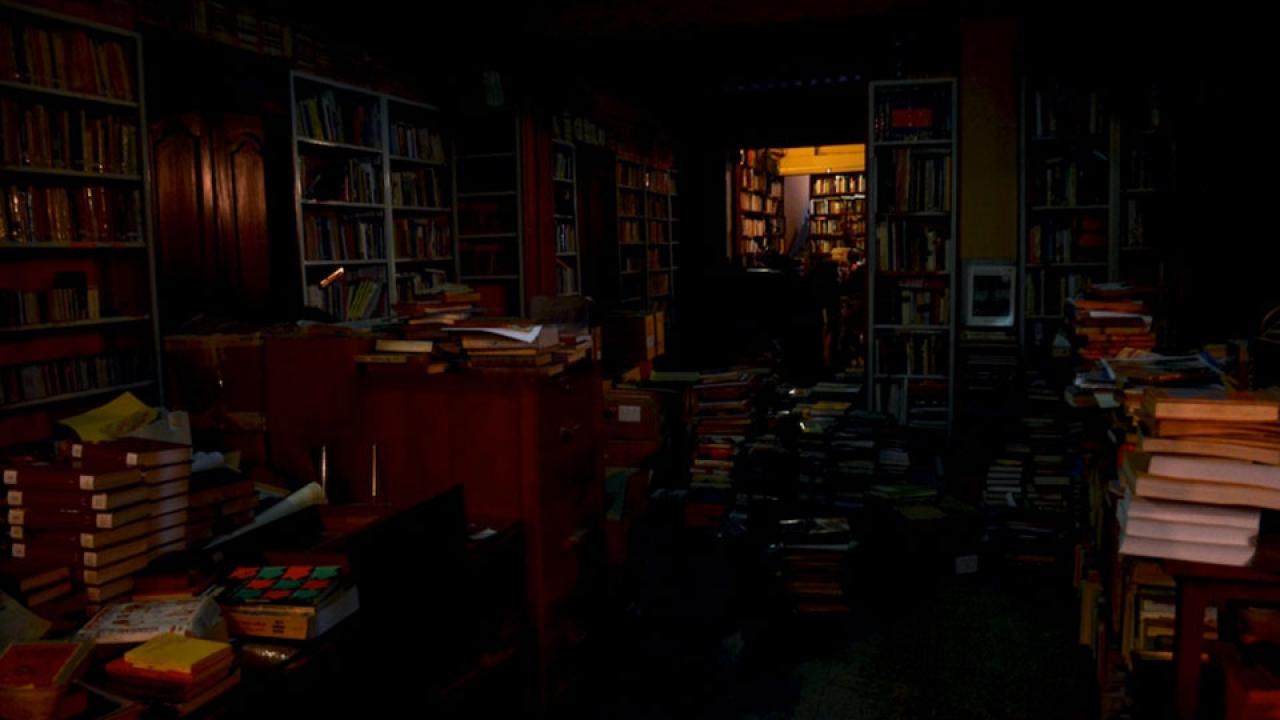 La librería que está en el fondo de un espejo