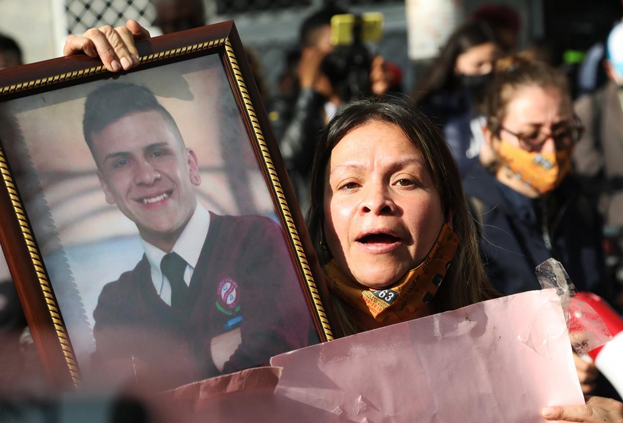 La madre de Dilan Cruz exige justicia frente a la impunidad de la muerte de su hijo un año después