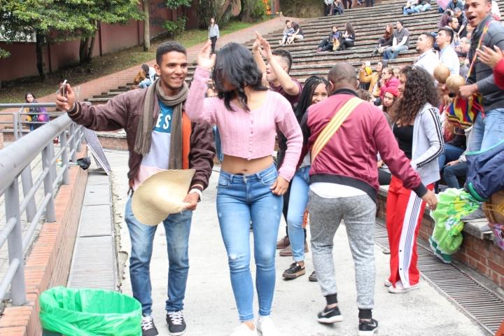 El público no paró de bailar todas las canciones del grupo.
