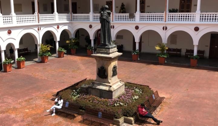 Claustro de la Universidad