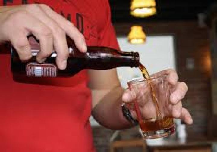 Los bares no venderán bebidas alcohólicas antes de las 10