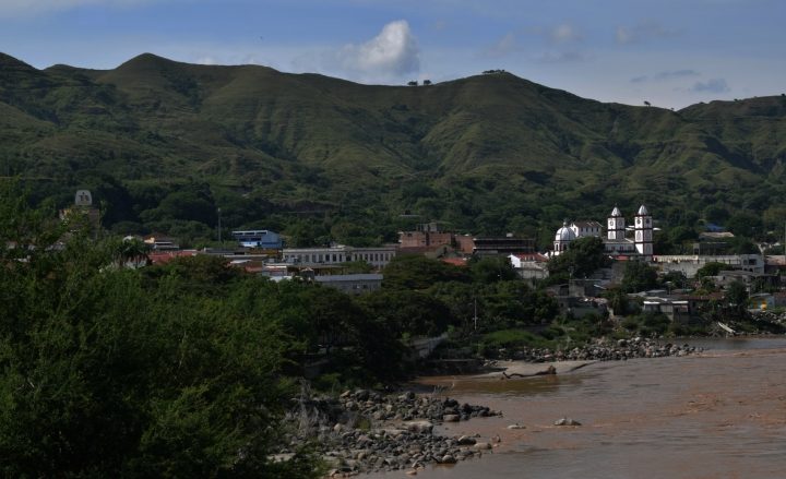 El río Magdalena y al fondo el pueblo de Honda