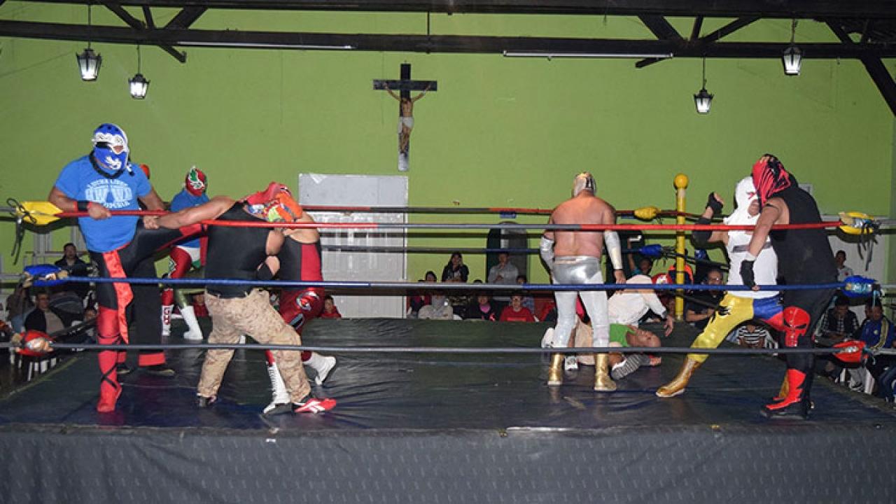 Velada de lucha libre en la Arena San Fernando