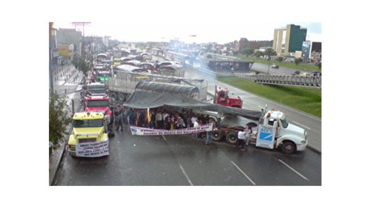 Los camioneros hacen retrasar a los estudiantes universitarios