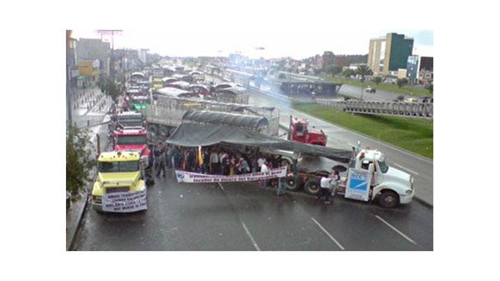 Los estudiante se han visto seriamente afectados con el paro de camioneros.