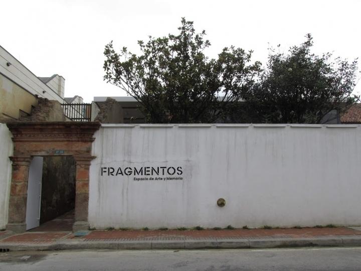 """El """"contramonumento"""" Fragmentos de Doris Salcedo fue inaugurado el 10 de diciembre de 2018."""