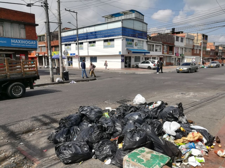 Las basuras se acumulan en las esquinas del sector.