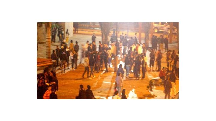 En Ciudad Salitre algunos fines de semana, especialemnte los sábados, alcanzan a llegar 600 jóvenes Emos si se dan cuenta que no está la policía rondeando del sector