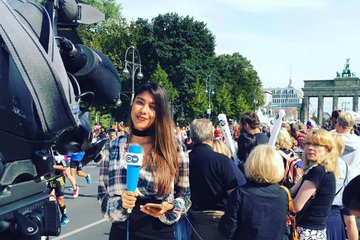 Julieth cubriendo la Maratón de Berllín en 2016 .