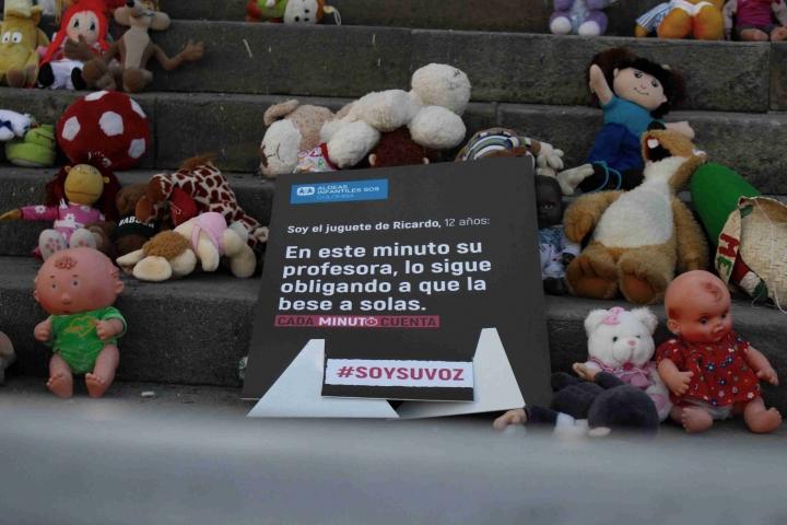 Algunos de los juguetes de las niñas y niños victimas de abuso sexual.