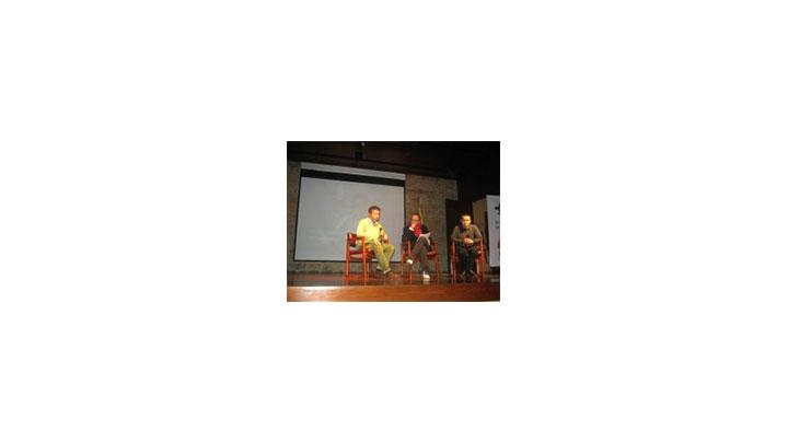 Jhon Montes, habitante de El Salado y tetsigo de la masacre, acompañó al músico César López y al investigador Andrés Suárez del grupo de Memoria histórica al lanzamiento del disco en el Museo Nacional.