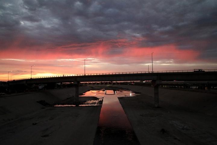 Vista desde el puente que lleva a la frontera de Tijuana
