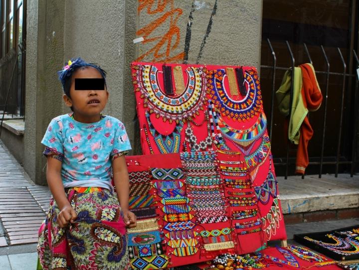 Mendicidad y comercio ambulante indígena aumentan en Bogotá