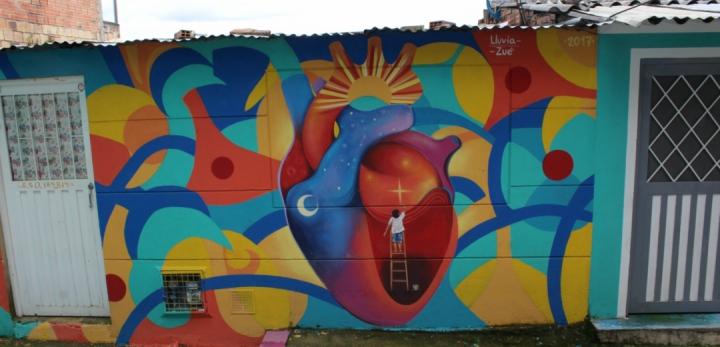 """Mural """"el corazón del barrio"""", Zué."""