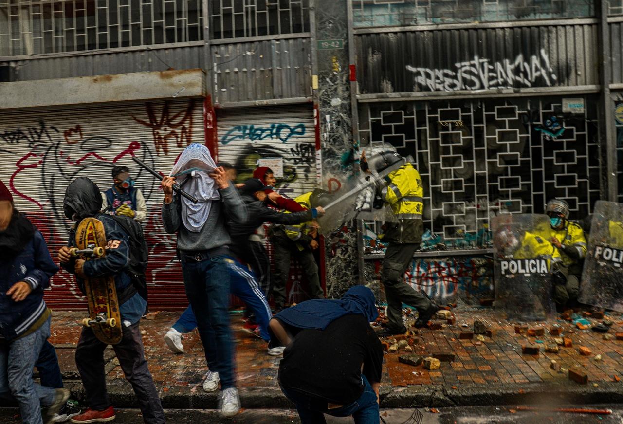Lechona a 1800 pesos más IVA, la protesta en Colombia contra la reforma tributaria